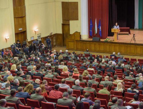 Мария Габриел във Военната академия: За засилване на киберсигурността се нуждаем от общоевропейски решения и действия